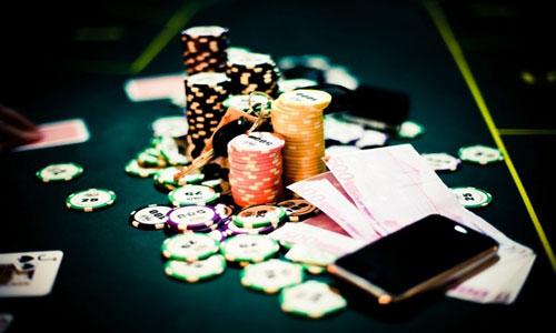 мошенников, жульничающих в покер