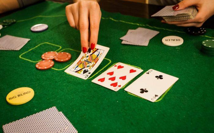 онлайн покеру по школа